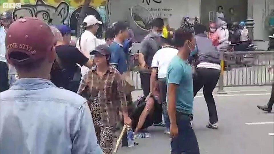 Hình ảnh Will Nguyễn tại cuộc biểu tình 10/6
