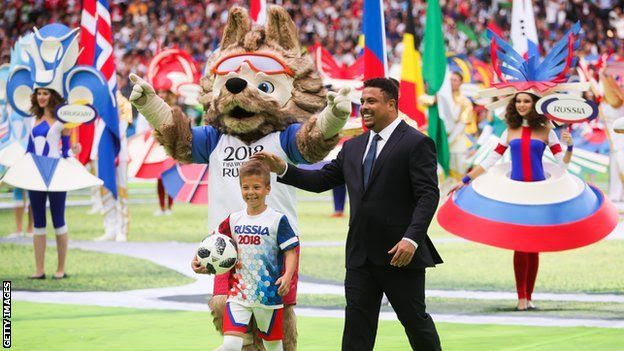 Former Brazil striker Ronaldo with the Russia 2018 mascot and a child