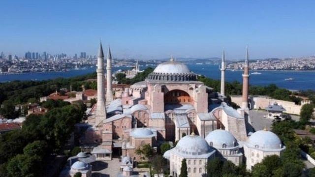 Hagia Sophia dibangun 1.500 tahun lalu dan dijadikan masjid pada 1453.