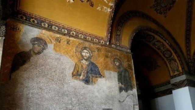 Mosaik di dinding Hagia Sophia.