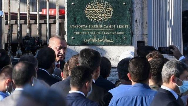 """Erdogan membuka """"Masjid Agung Hagia Sophia"""" Kamis (23/07)."""