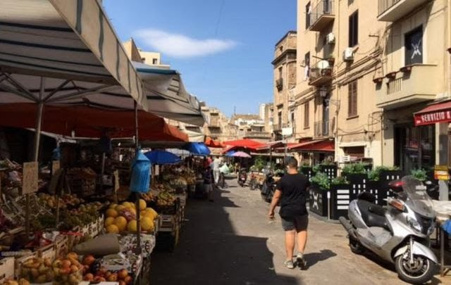 Palermo street (pic by Laurence Peter, BBC)