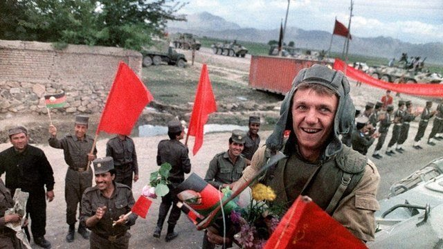Tropas soviéticas deixam o Afeganistão