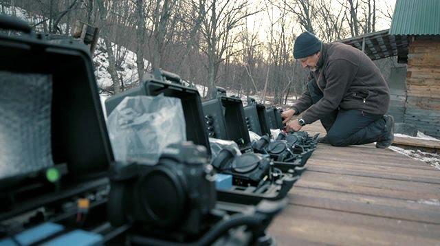 Сергей Горшков готовит фотоловушки в заказнике