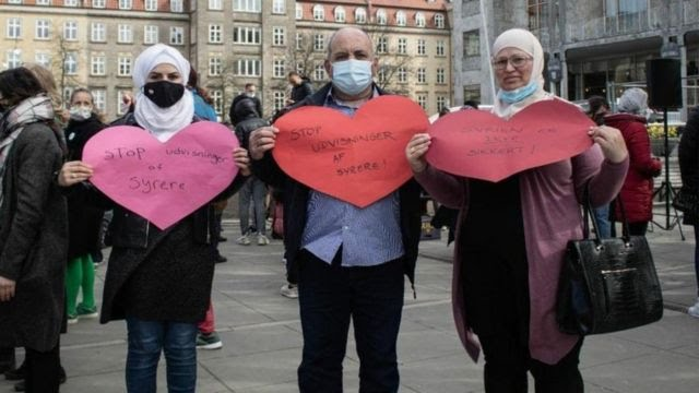 Maya Almalis (Sara's sister), Awatif Zakaria (mother) and Ahmad Almalis (father) at a recent protest