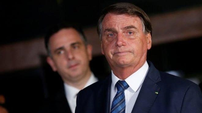 Jair Bolsonaro à frente do presidente do Senado Rodrigo Pacheco