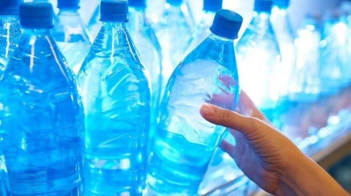 Garrafas plásticas de água