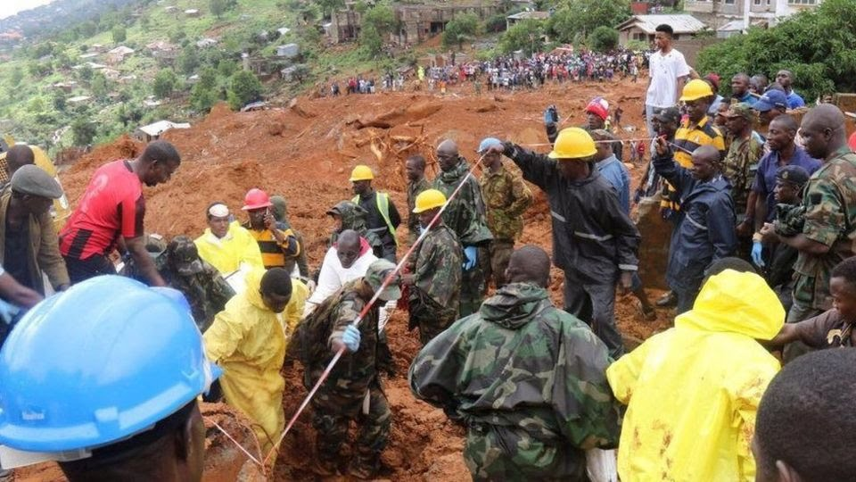 Rescue workers search for survivors after a mudslide in Regent, Sierra Leone. 14 April 2017
