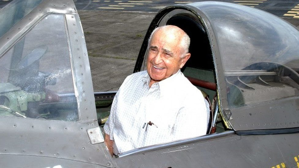 Moreira Lima volta ao caça que utilizava durante a Segunda Guerra