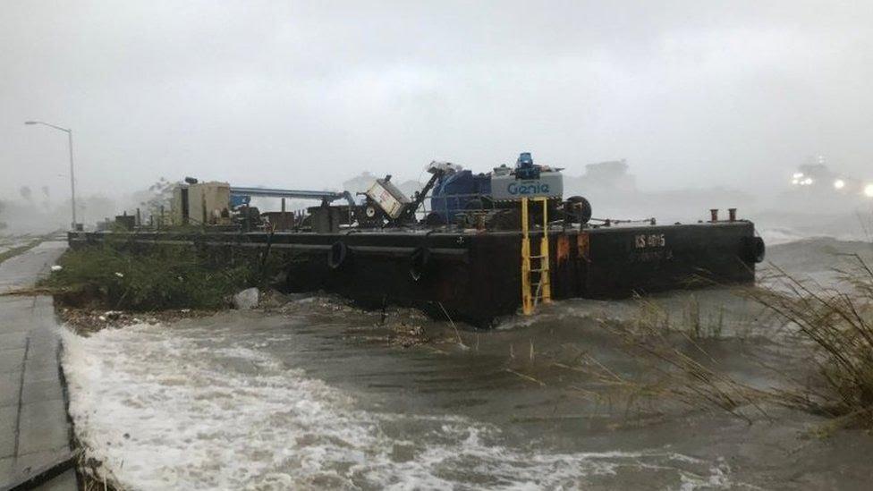 دمار بسبب الإعصار سالي