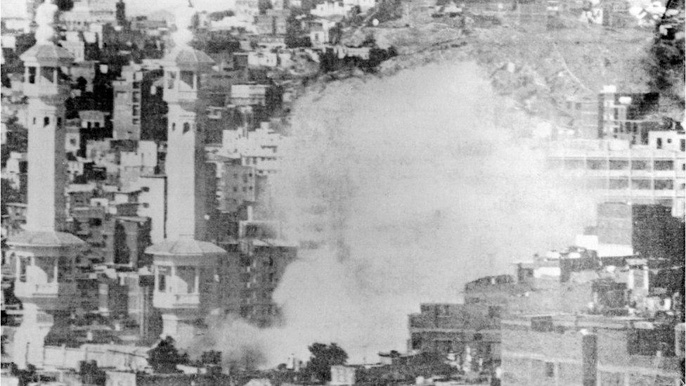 ১৯৭৯ সালের ২০শে নভেম্বর: মক্কায় জঙ্গিদের সঙ্গে লড়াইয়ের সময় তোলা ছবি
