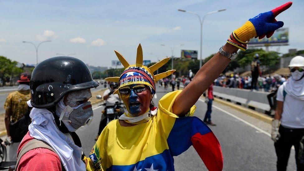 Manifestantes contra el gobierno en Caracas, 1 de mayo de 2019.