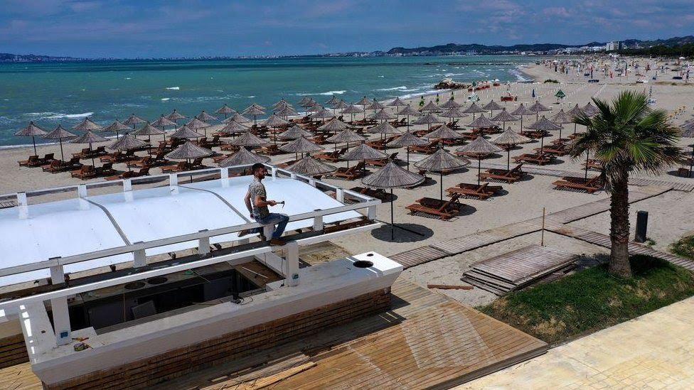 З 15 червня Албанія виявилася чи не єдиною країною, куди українці можуть летіти на відпочинок