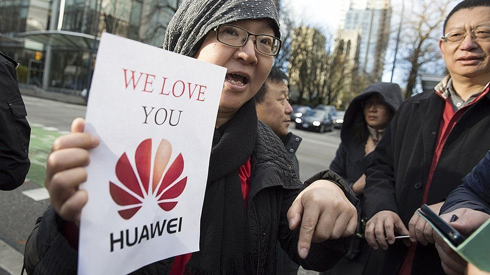 Huawei supporter protesting in America