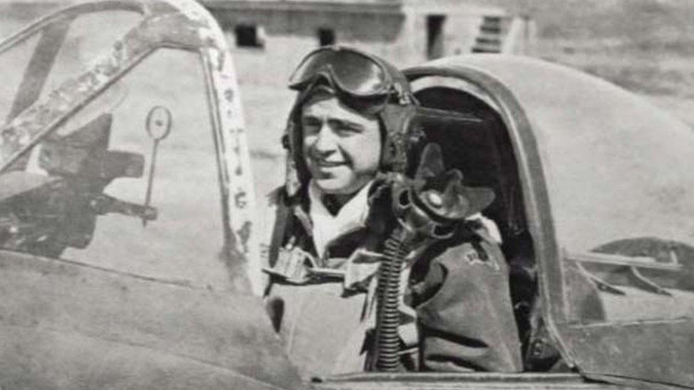 Rui Moreira Lima no caça Thunderbolt P-47, que pilotou durante a guerra