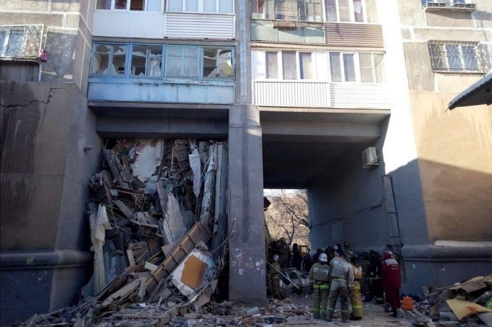 Devastated block of flats in Magnitogorsk, 31 Dec 18