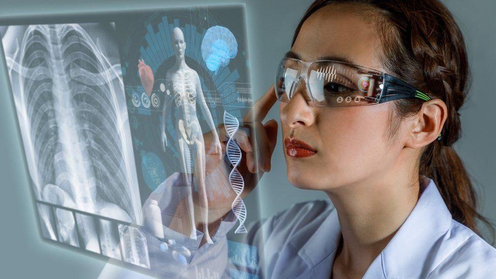 Científica analiza imágenes del cuerpo humano