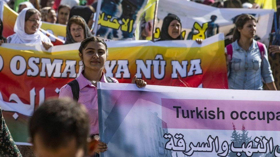 """Сирийские курды протестую против планов Турции создать """"безопасную зону"""". Фото 7 октября 2019 года"""