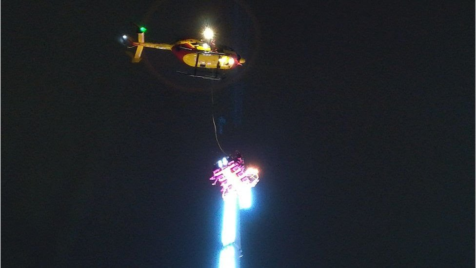 Helicopter rescues fair ground ride users in Rennes