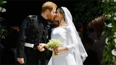 harry and meghan kiss